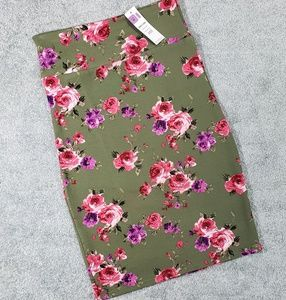 Gorgeous Floral Pencil Skirt by A&D size Med